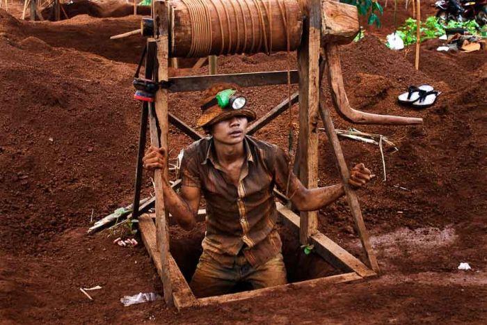 カンボジア政府、四大鉱山企業に鉱業権を発給