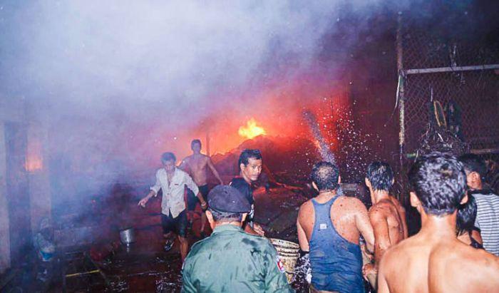 プノンペン、ガス爆発により家屋18軒が全焼