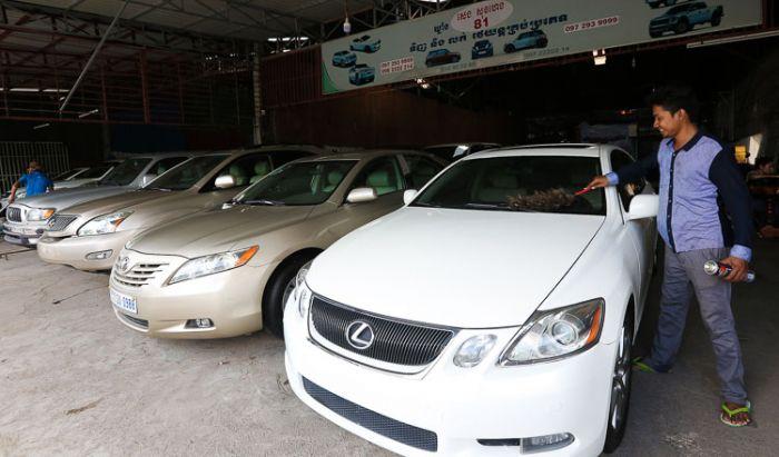 輸入中古車の人気が堅調 政府は中古車への増税も検討