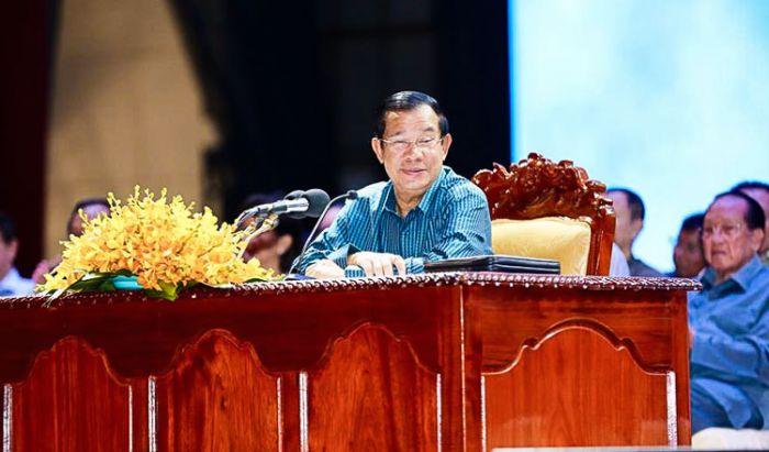 フン・セン首相「CNRPは99.99%解散しなければならない。」