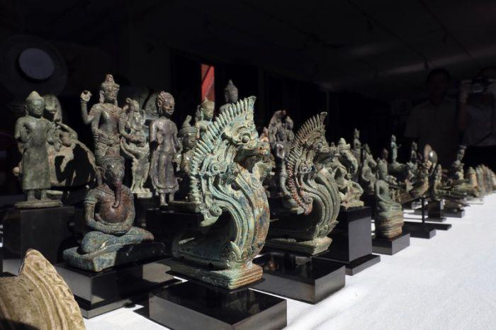 日本人収集家、カンボジアに古代の遺物を返還