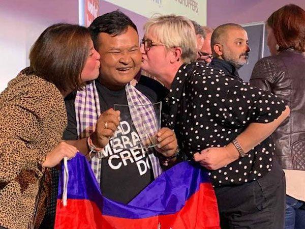 カンボジア人ツアーガイドが「世界一のツアーガイド」に