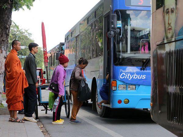 プノンペン:市内バス・水上タクシー運行停止、新型コロナの影響で