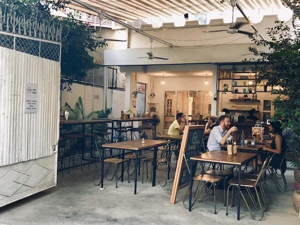 プノンペンのテラス席が気持ちいいおしゃれなカフェ「ロット369カフェ(Lot 369 Cafe)」